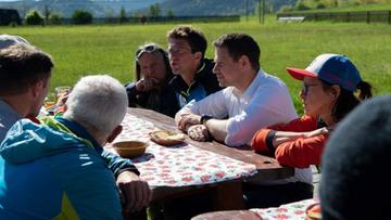 """Trzaskowski spotkał się z instruktorami narciarstwa. """"Nie rozmawialiśmy o maseczkach"""""""