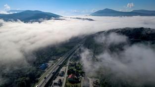 25-10-2020 10:19 Gęste mgły spowiły wiele regionów naszego kraju. Zobacz to piękne, ale też groźne, zjawisko z lotu ptaka
