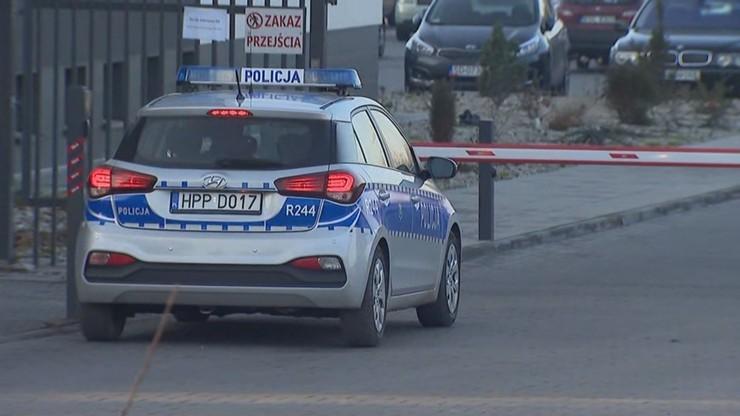 Pijana matka czworga dzieci rzuciła się z nożem na policjanta