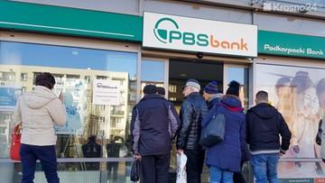 """Kłopoty banku, klienci stracili dostęp do pieniędzy. """"Nie wiem, jak dożyję do wtorku"""""""
