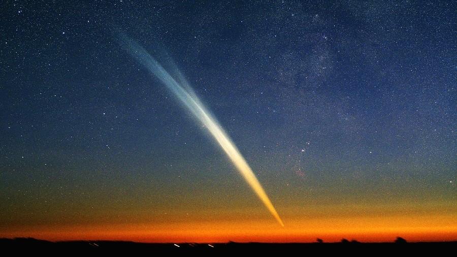 Kometa Ikeya-Seki z 1965 roku. Fot. strosurf.com / astro-urseanu.ro