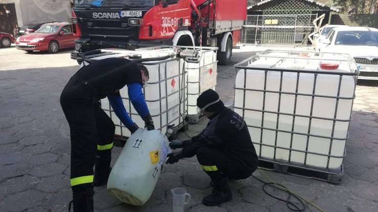 Strażacy z Warszawy wyprodukowali 13 tys. litrów płynu dezynfekcyjnego