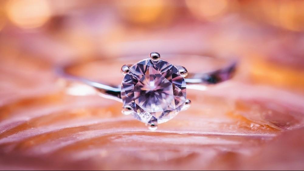 Naukowcy potrafią w zaledwie 30 minut wyczarować najprawdziwsze diamenty