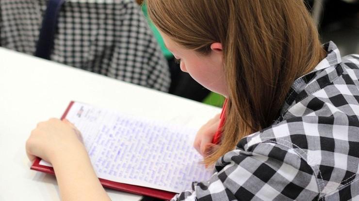 PE krytykuje Polskę za projekt ws. edukacji seksualnej