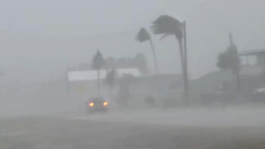 W oku huraganu Hanna w Teksasie. Fot. YouTube / Reed Timmer.