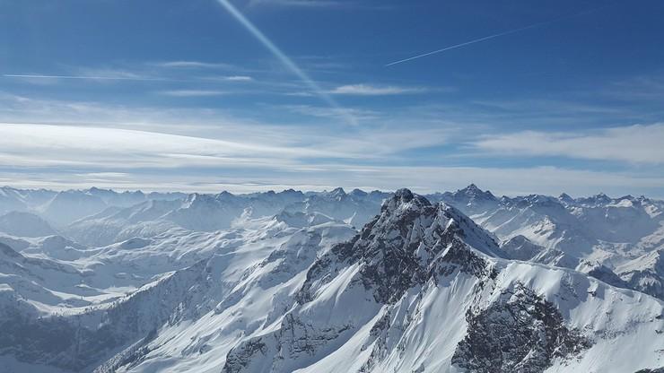 Wypadek w Alpach. Turysta przeżył upadek ze stu metrów