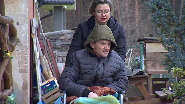 Wiele lat pracował w Danii. Po udarze został bez renty