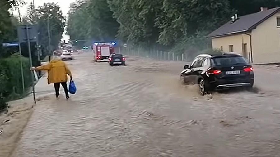Podtopienia w Jaśle na Podkarpaciu. Fot. YouTube / Nowy Dronik JASŁO - Fotografia Artystyczna.