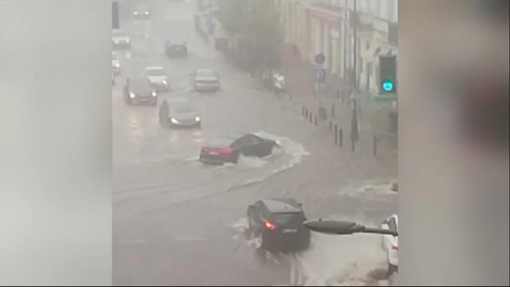 Wielka woda w Warszawie. Miasto sparaliżowane po ulewie
