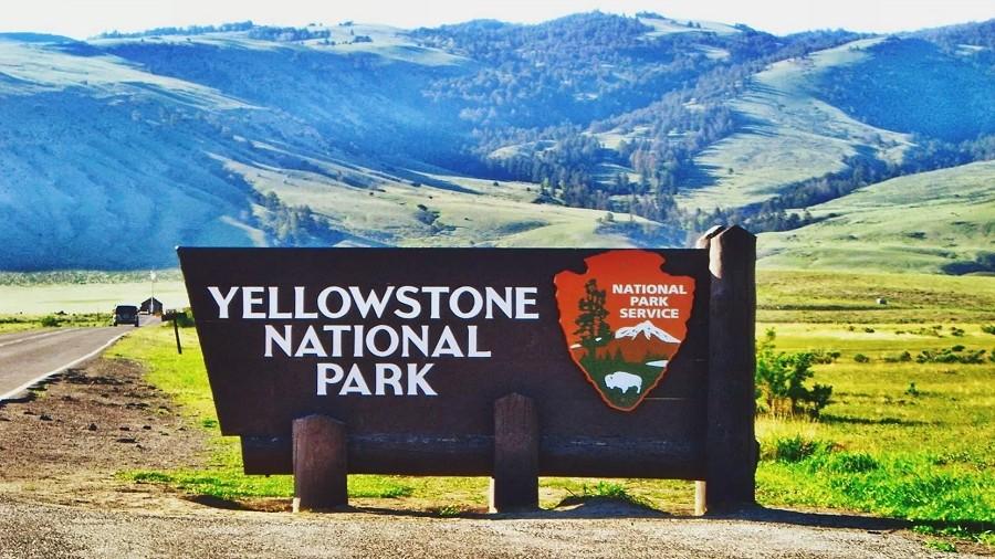 Tablica wejściowa do Parku Narodowego Yellowstone. Fot. Max Pixel.