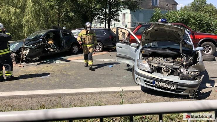Szalejów Górny: wypadek na drodze krajowej nr 8. Ponad 10 rannych, w tym dzieci