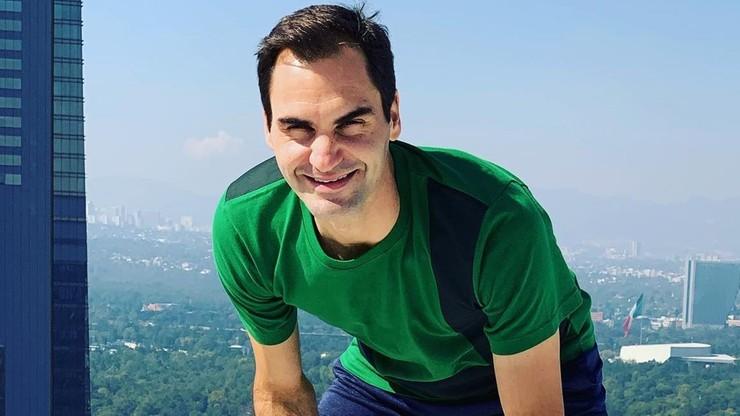 Roger Federer zagrał w tenisa z włoskimi nastolatkami. Mecz odbył się na... dachu