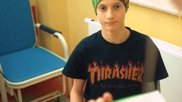 """""""Ona by tak chciała"""". Chory na raka 16-latek nagrał piosenkę, by dodać otuchy innym"""