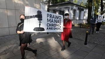 """""""Żadna kobieta i dziecko nie pozostaną bez pomocy"""". PiS zapowiada zmiany prawa po wyroku"""