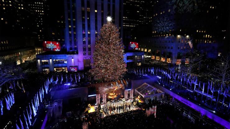 50 tys. światełek na 14-tonowym świerku. Świątecznie przy Rockefeller Plaza