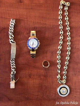 Kryminalni zabezpieczyli biżuterię wartą około 200 tysięcy złotych