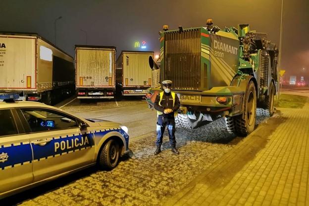 32-tonowy kolos został zatrzymany przez policję na autostradzie