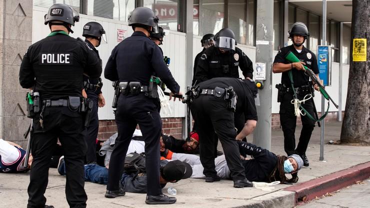USA: próbowali bronić sklepu, policjanci... ich skuli. Sprawcy uciekli [WIDEO]