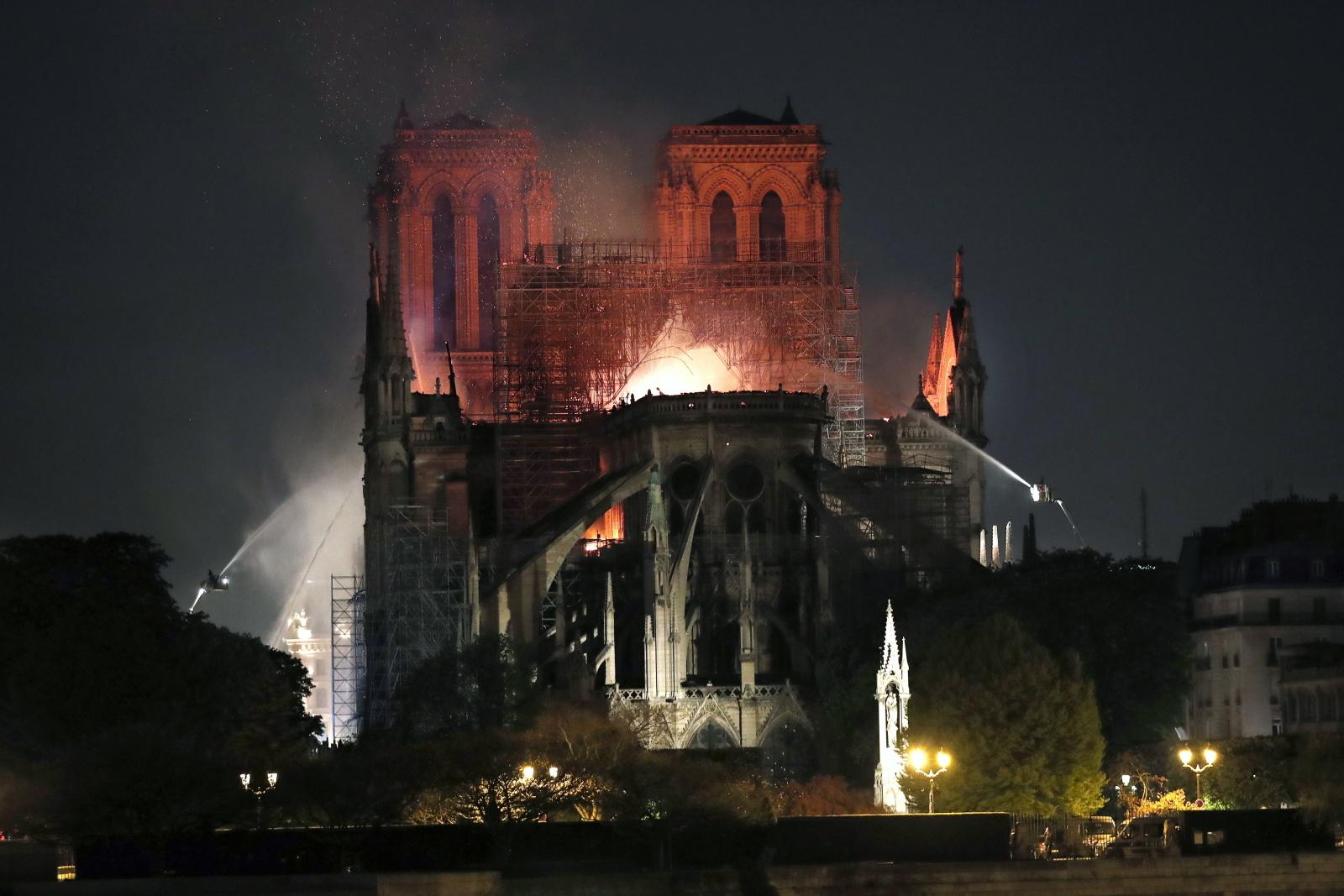 Płonęła historyczna katedra Notre Dame