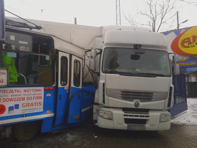Wroclaw Zderzenie Tramwaju Z Ciezarowka W Centrum Wroclawia