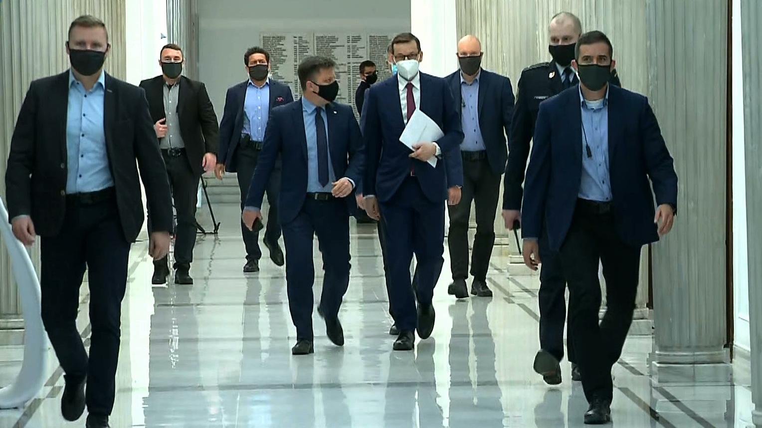 """NIK ma opublikować raport o """"wyborach kopertowych"""". """"Wszystkie kwity podpisywał premier"""""""