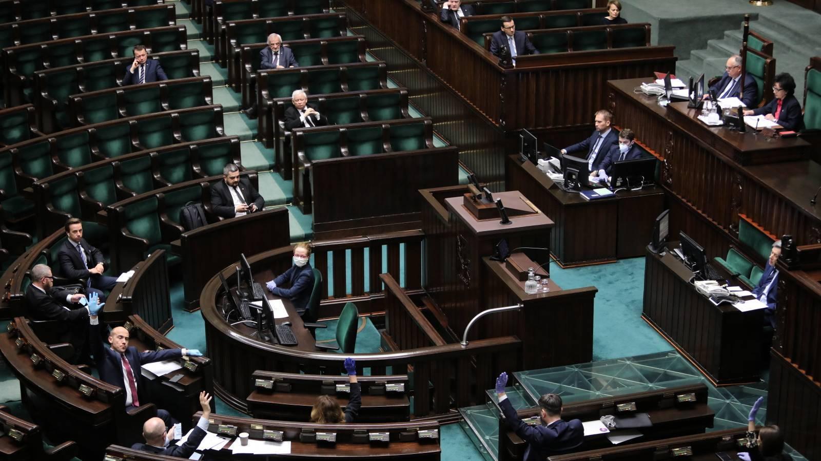 07.04.2020 | Korespondencyjne wybory prezydenckie? Ustawa przyjęta, czas dla Senatu