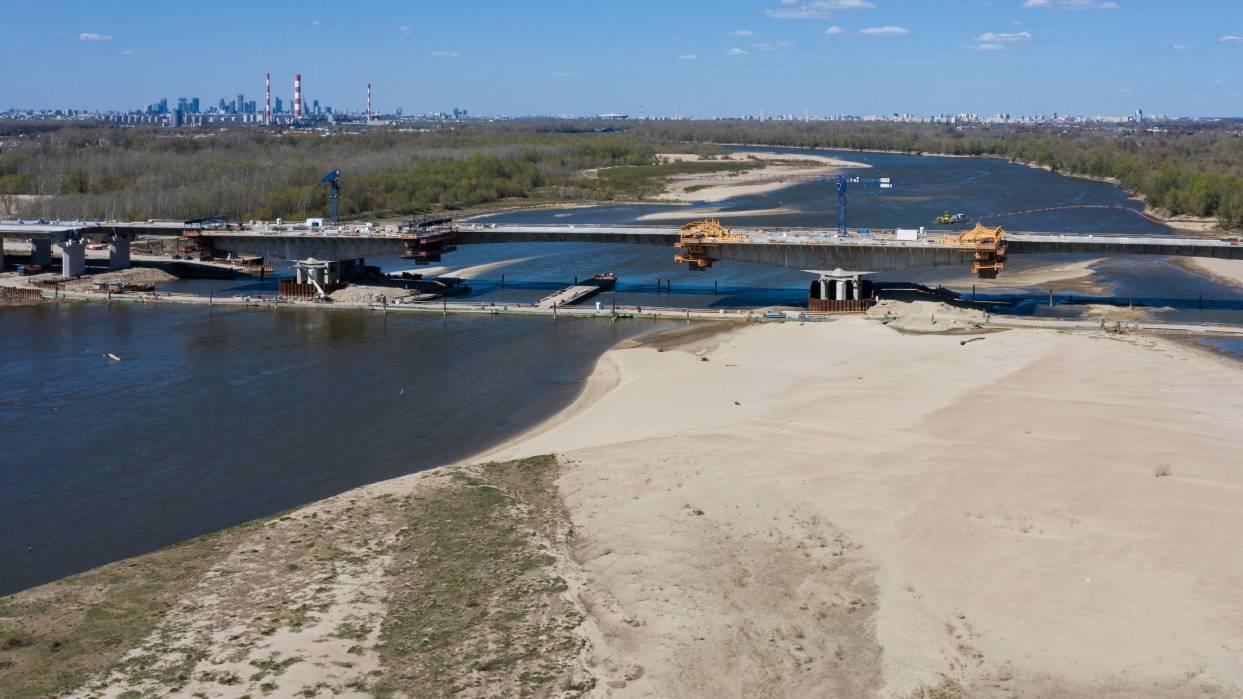 19.04.2020   Niski stan wód w polskich rzekach. Hydrolodzy ostrzegają przed suszą