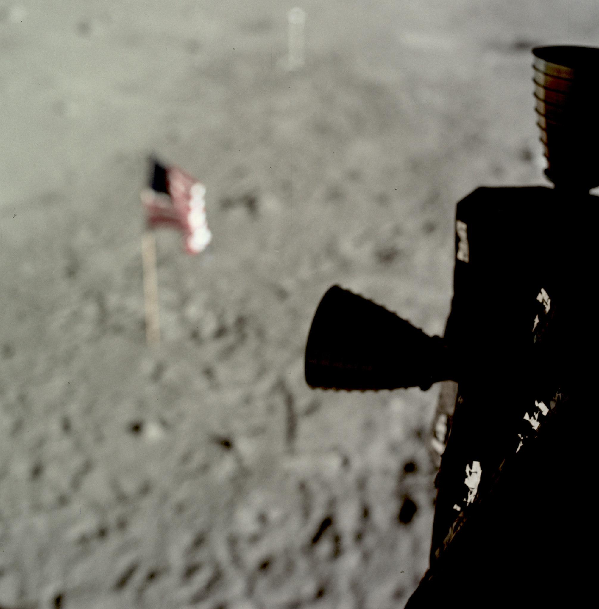 Amerykańska flaga na Księżycu, widoczna z modułu Apollo 11